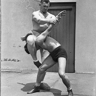 B+W image of wrestlers